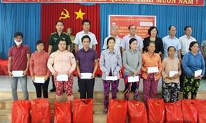 MTTQ tỉnh Long An trao 700 phần quà cho người dân huyện Đức Huệ