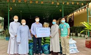 Ủy ban MTTQ tỉnh Đồng Nai trao tặng quà hỗ trợ người dân khó khăn do đại dịch Covid-19