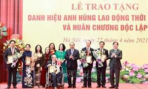 Chủ tịch nước trao tặng danh hiệu cao quý cho các nhà khoa học