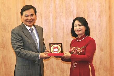 Hội Liên hiệp Phụ nữ Việt Nam tham gia các cuộc vận động, phong trào thi đua yêu nước của Mặt trận