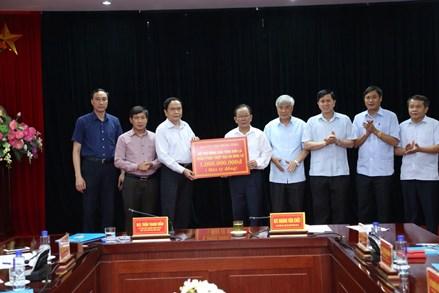 Chủ tịch Trần Thanh Mẫn trao 1 tỷ đồng ủng hộ nhân dân Sơn La khắc phục hậu quả mưa lũ