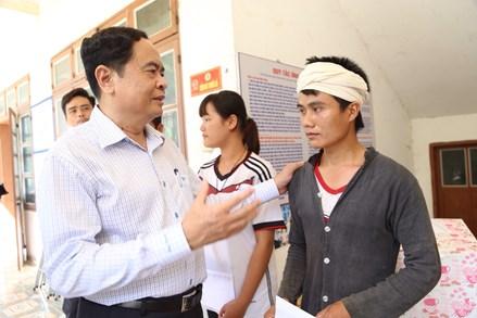 Chủ tịch Trần Thanh Mẫn chia sẻ, động viên nhân dân vùng tâm lũ Mường La