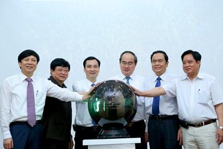 Chủ tịch Nguyễn Thiện Nhân dự lễ ra mắt Tạp chí điện tử Mặt trận