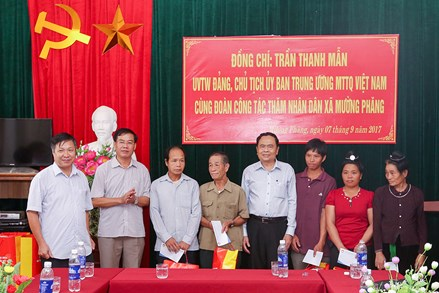 Chủ tịch Trần Thanh Mẫn thăm, động viên đồng bào Mường Phăng, Điện Biên