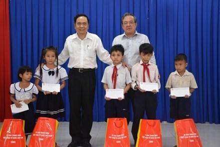Chủ tịch Trần Thanh Mẫn trao nhà Đại đoàn kết tại tỉnh Tây Ninh