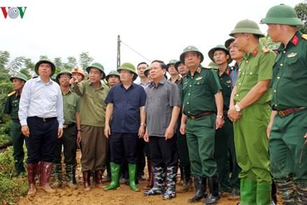 Cận cảnh công tác cứu hộ 19 người bị vùi lấp ở Hòa Bình