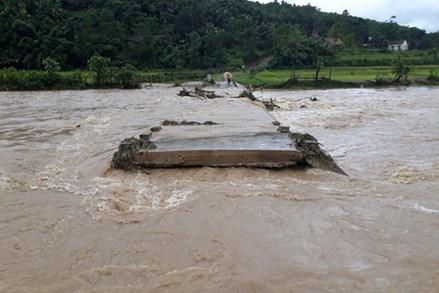 Hậu quả mưa lũ chưa khắc phục xong, bão mạnh lại có nguy cơ ảnh hưởng đến Bắc Bộ, Trung Bộ