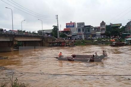 Hỗ trợ 2 tỷ đồng tới các gia đình bị thiệt hại do mưa lũ