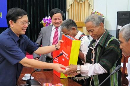 MTTQ Việt Nam luôn ghi nhận cống hiến của các già làng, trưởng bản, người có uy tín