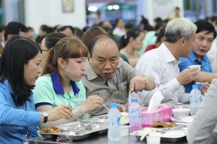 Thủ tướng Nguyễn Xuân Phúc đối thoại với công nhân tại Đồng Nai: Bắt đầu từ bữa ăn, giấc ngủ