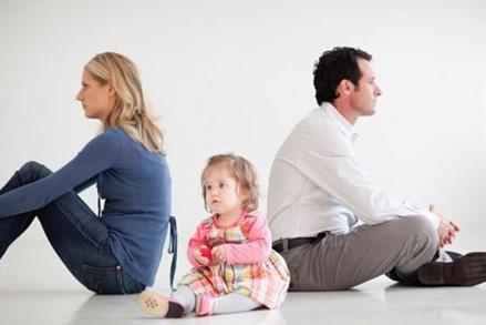 Ly hôn: Cha đẻ có được quyền nuôi con dưới 36 tháng tuổi?