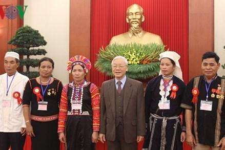 Tổng Bí thư gặp mặt đại biểu dân tộc thiểu số tiêu biểu