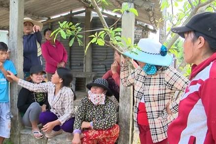 """Dân trả lại gạo cứu đói vì cán bộ thôn """"xẻo"""" cho nhiều hộ"""