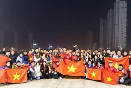 Câu chuyện về lá cờ đỏ sao vàng trên tuyết trắng ở sân Thường Châu