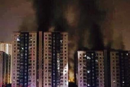 Hiện trường vụ cháy chung cư Carina ở TPHCM trong đêm, 13 người thiệt mạng
