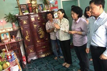 UBTƯ MTTQ Việt Nam thăm hỏi, hỗ trợ nạn nhân vụ cháy chung cư Carina Plaza