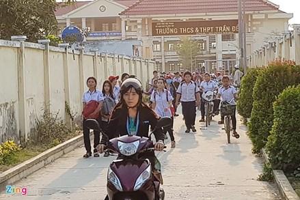 42 học sinh bị phạt đứng hành lang: Lại một sự ngộ nhận về phương pháp giáo dục!