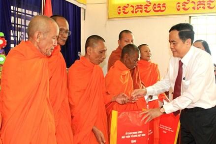 Phát huy truyền thống đoàn kết, yêu nước của đồng bào Khmer Nam Bộ trong công cuộc xây dựng và bảo vệ Tổ quốc