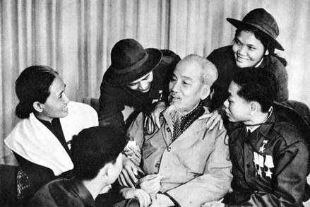 Góp phần tìm hiểu tư tưởng Hồ Chí Minh về văn hóa trong chính trị