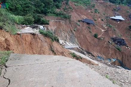 Những hình ảnh xót xa từ hiện trường vụ sạt lở núi ở bản Sáng Tùng