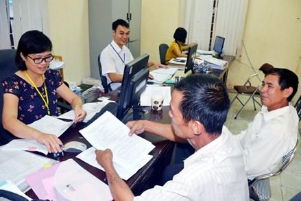 Hưởng chế độ BHYT trong trường hợp các loại giấy tờ không trùng khớp năm sinh