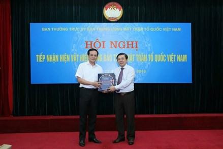 Tiếp nhận hiện vật hiến tặng Bảo tàng MTTQ Việt Nam