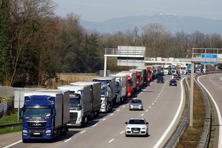 EU đóng cửa biên giới, xuất khẩu nông sản sẽ ảnh hưởng ra sao?