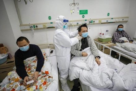 """Bác sĩ Vũ Hán (Trung Quốc) cảnh báo về các ca Covid-19 """"khỏi bệnh giả"""""""