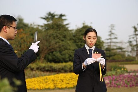 """Trung Quốc: """"Tảo mộ online"""" trong Tết Thanh minh thời COVID-19"""