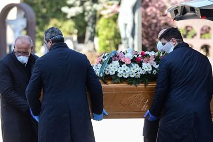 Dịch Covid-19: 42.025 ca tử vong, tang tóc bao trùm nhiều nước châu Âu và Mỹ