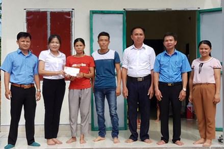 Ủy ban MTTQ Huyện Kim Bôi (Hòa Bình): Bàn giao 3 nhà đại đoàn kết cho hộ nghèo xã Hùng Tiến