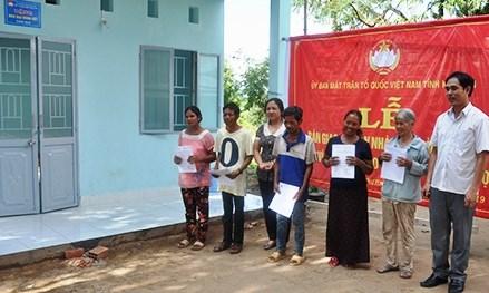 """Kon Tum:Trao nhà """"Đại đoàn kết"""" cho 5 hộ nghèo ở xã Chư Hreng"""