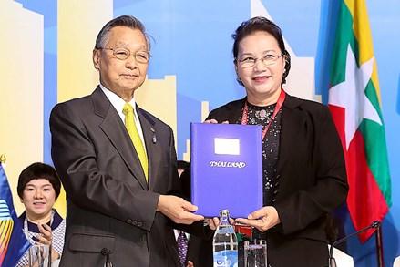 Bế mạc Đại Hội đồng AIPA 40, Việt Nam tiếp nhận chức Chủ tịch luân phiên