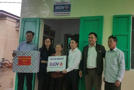 Thái Bình: Trao nhà Đại đoàn kết hỗ trợ người nghèo
