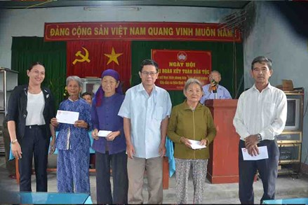 Quảng Ngãi: Sơn Tịnh Ấm áp Ngày hội Đại đoàn kết