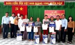 MTTQ huyện Tri Tôn (An Giang): Trao hàng trăm căn nhà Đại đoàn kết cho các hộ nghèo
