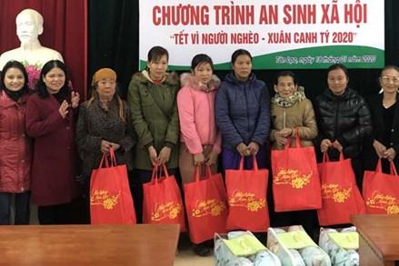 Hòa Bình:28.410 suất quà Tết đã được trao cho hộ nghèo, gia đình chính sách