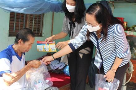 Ủy ban Mặt trận Tổ quốc TP Cần Thơ trao 2.500 bộ dụng cụ chống dịch Covid-19 cho hộ nghèo