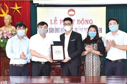 Ủy ban MTTQ tỉnh Bắc Ninh tiếp nhận ủng hộ 100 triệu đồng và 2 tấn gạo phòng, chống dịch COVID-19