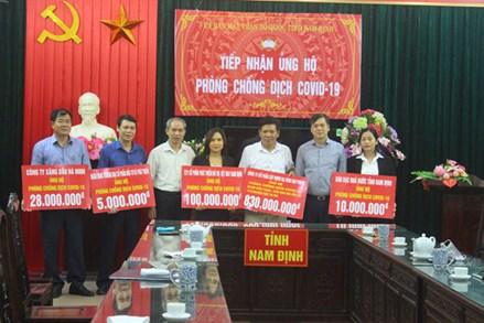 Nam Định: Thêm hàng trăm triệu đồng và nhiều nhu yếu phẩm ủng hộ chống dịch Covid-19