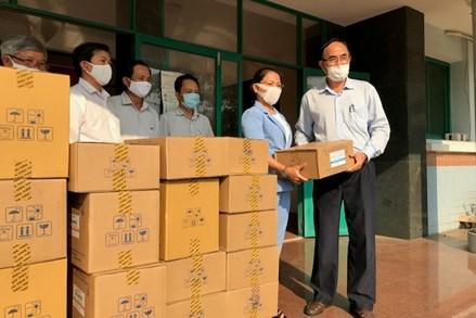 MTTQ Bình Định bàn giao kinh phí và thiết bị y tế phòng chống dịch Covid-19
