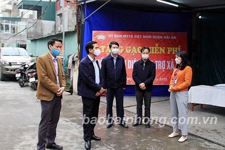 Chủ tịch Ủy ban MTTQ Việt Nam thành phố Hải Phòng đi kiểm tra công tác phòng, chống dịch bệnh COVID-19