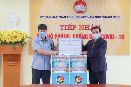 Quảng Ninh tiếp nhận kinh phí và 2 máy phun dung dịch sát khuẩn ủng hộ phòng, chống dịch