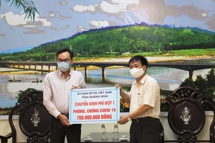 Mặt trận tỉnh Quảng Ngãi bàn giao 700 triệu đồng cho Sở Y tế