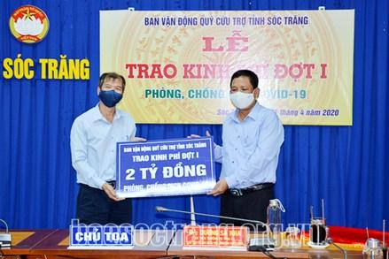 Ủy ban MTTQ Việt Nam tỉnh Sóc Trăng: Trao 2 tỉ đồng kinh phí ủng hộ quỹ phòng, chống dịch Covid-19 đợt 1