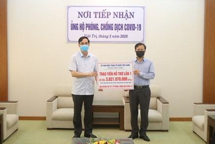 Ủy ban Mặt trận Tổ quốc tỉnh Phú Thọ trao hơn 3 tỷ đồng cho Sở Y tế chống dịch