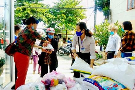 Hơn 300 phần quà đến với người khó khăn và bà con đồng bào dân tộc thiểu số