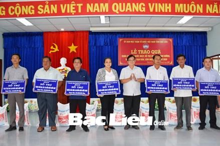 Ủy ban MTTQ Việt Nam tỉnh Bạc Liêu: Tặng hơn 1.000 bồn chứa nước ngọt cho người dân bị ảnh hưởng bởi hạn hán, xâm nhập mặn