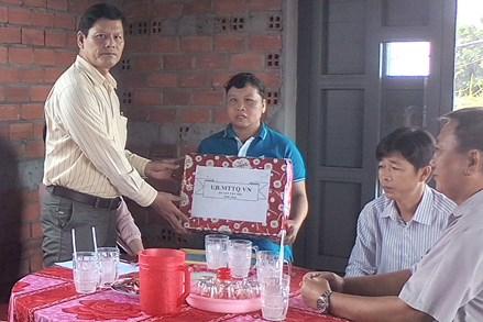 Long An: Trao tặng nhà Đại đoàn kết
