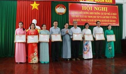 Ủy ban MTTQ Việt Nam tỉnh Vĩnh Long: Khen thưởng 31 tập thể, cá nhân học tập, làm theo Bác
